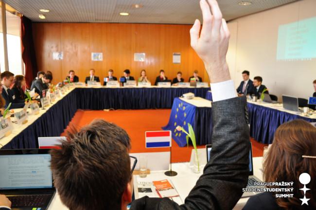 Chceme jen maďarské děti, znělo na summitu, na němž se studenti ujali rolí diplomatů