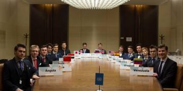 TZ - Zastavte jaderný program a zmírníme sankce, vyzvali středoškoláci KLDR