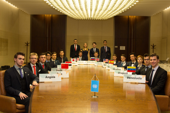 Studenti z Česka a Slovenska se sjeli do Prahy, aby zakončili svou celoroční práci na Pražském studentském summitu