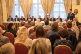 Komunista a okamurovec útočili na členství v NATO i sankce vůči Rusku
