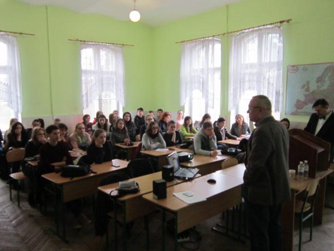 350 ukrajinských učitelů a studentů se seznámilo s využitím ústní historie ve výuce