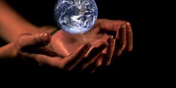 Matkou všech problémů je klimatická krize, bez snižování emisí se nehneme
