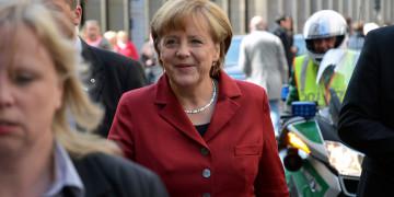 Nemci teraz Merkelovú potrebujú a chcú. Preto bude zas kancelárkou