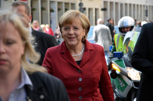 Merkelová přijede do Prahy jednat se Sobotkou a Zemanem