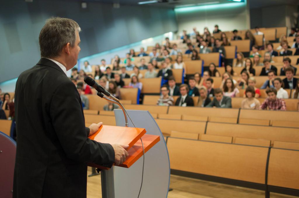 Prazsky studentsky summit Dinstbier