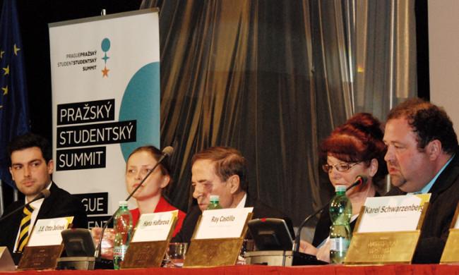 Rada pro tiskové a kulturní záležitosti oslovil účastníky Pražského studentského summitu