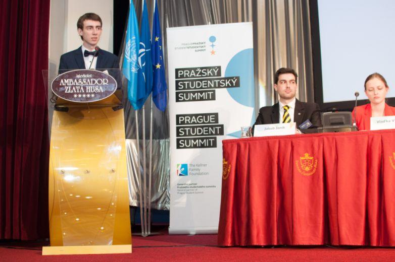 Zástupce každého simulovaného státu může na slavnostním zahájení přednést projev před všemi účastníky a hosty.