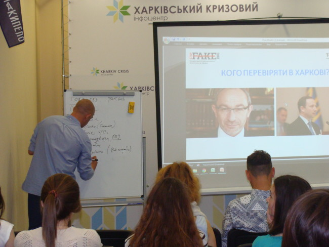500 Ukrainian students and journalists have attended seminars on factchecking last year