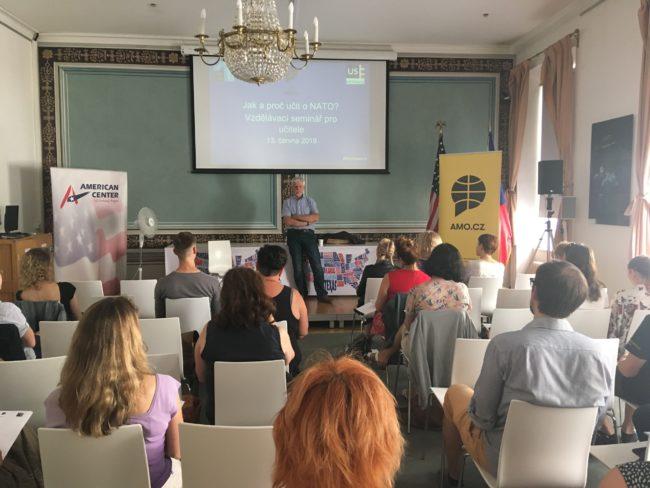 AMO včervnu uspořádala dva semináře věnující se problematice vzdělávání a NATO