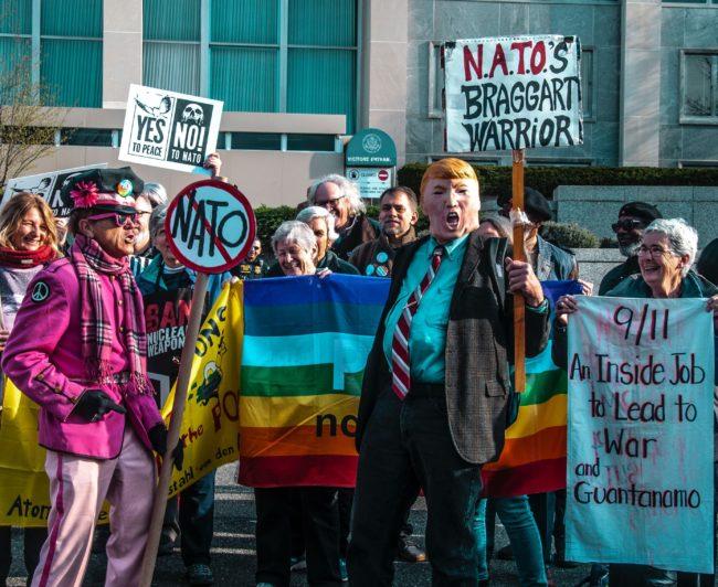 Přestaňte si dělat starosti a naučte se milovat transakční přístup k NATO