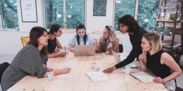 #Ženyjsou, ale ne vždy se jim dostane příležitosti být slyšeny. O Databázi expertek na zahraniční politiku