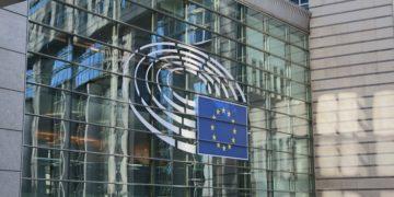 Peníze jen pro členy respektující demokracii a právní stát. Co vlastně dohoda evropských lídrů znamená?