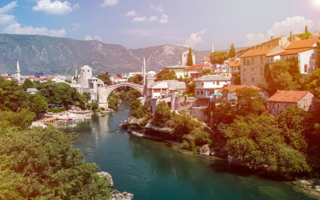 Pokud chce EU na Balkáně zvítězit, musí začít hrát